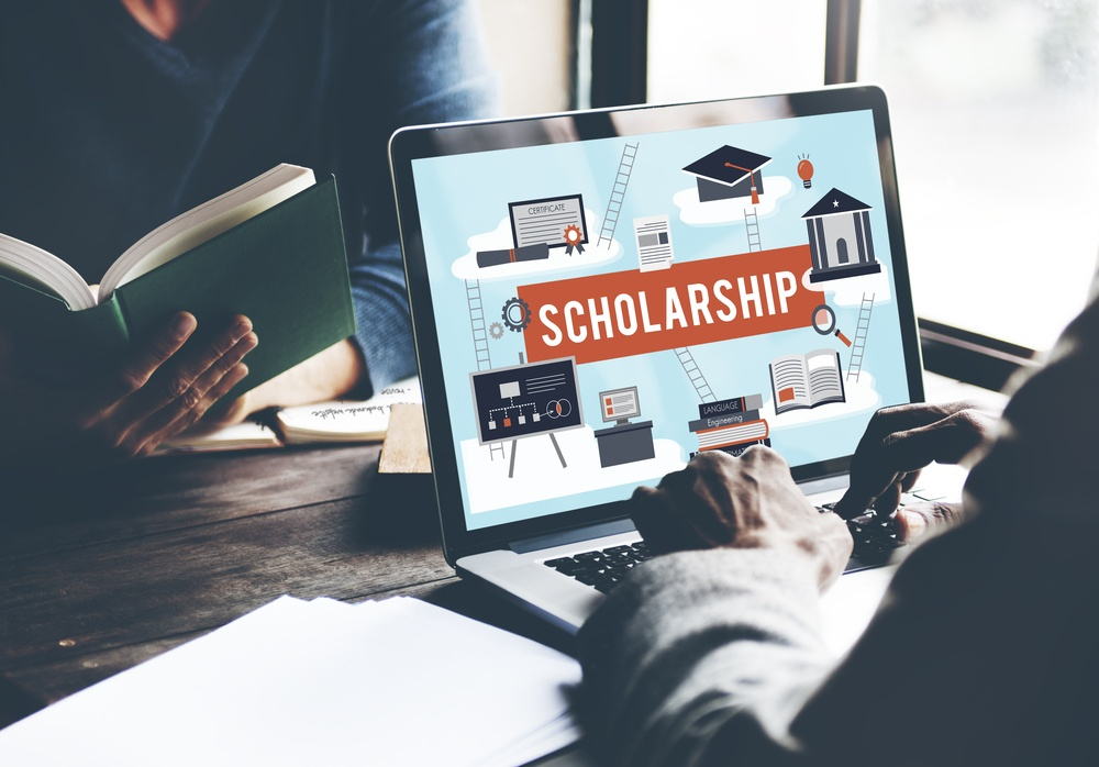 Giant Mommy Internet Marketing Scholarship